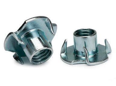 DIN1624 piuliță cu patru gheare din oțel carbon zincat