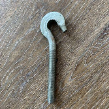 Șurubul cârligului cu firul mașinii